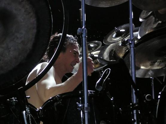 799px-Terry_Bozzio_Fantomas_Quart_Festival_2005